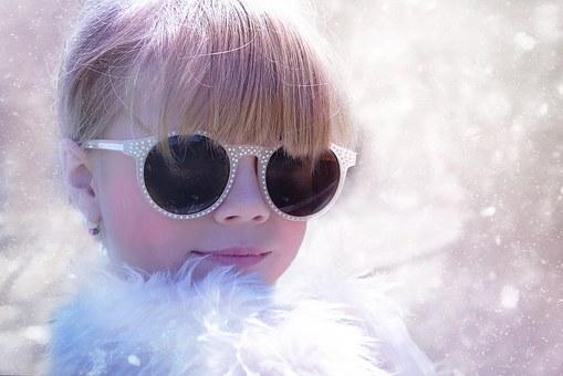 Čo myslíte, mali by deti do troch rokov nosiť slnečné okuliare?