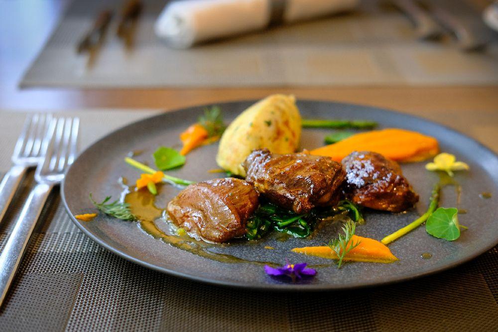 Dusené bravčové líčka – tip na nedeľný obed
