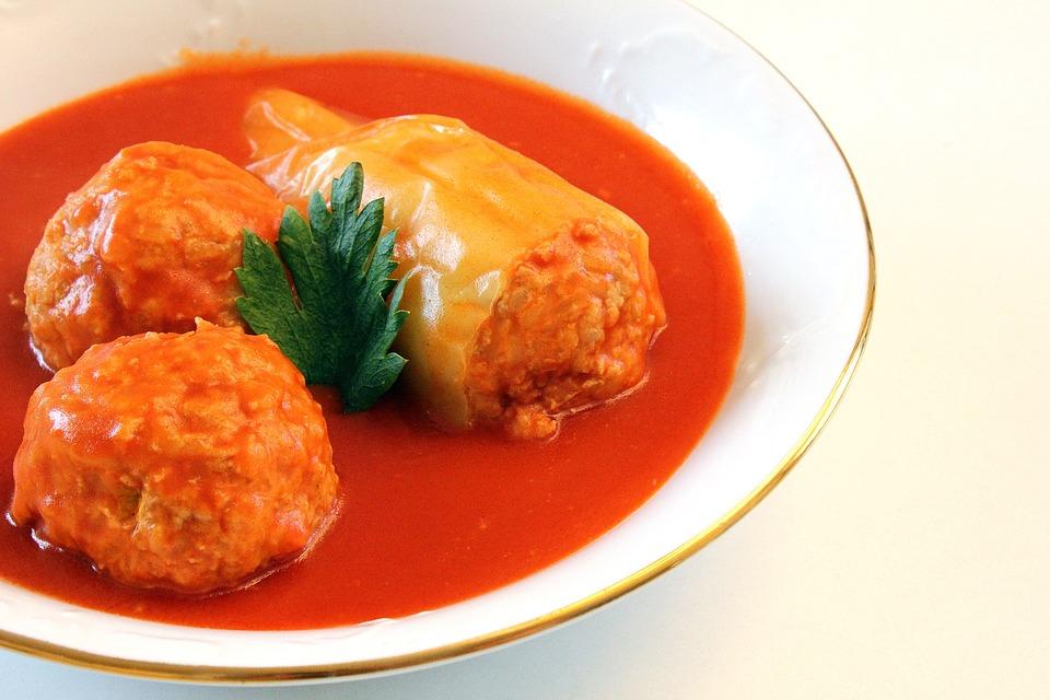 Pri plnenej paprike je dôležitejšia chuť omáčky, ako mäsa